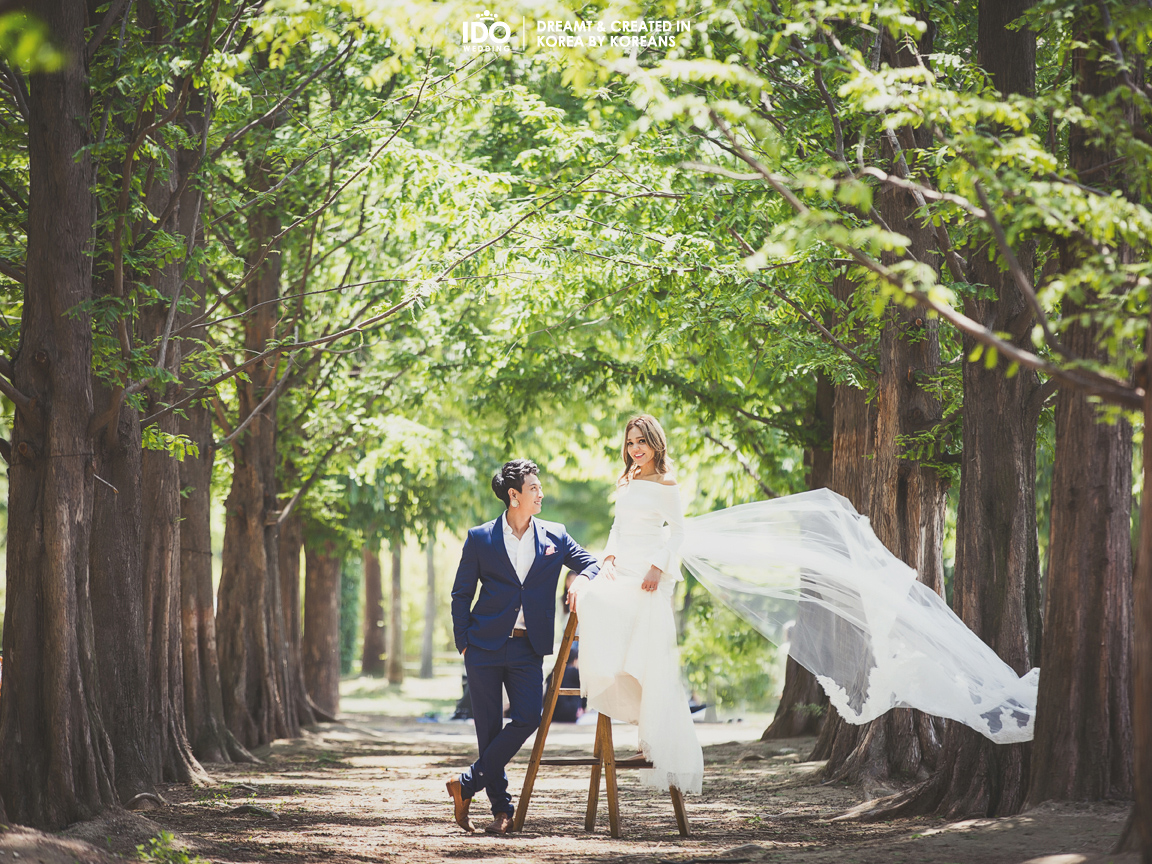 Outdoor Korean Wedding Photo